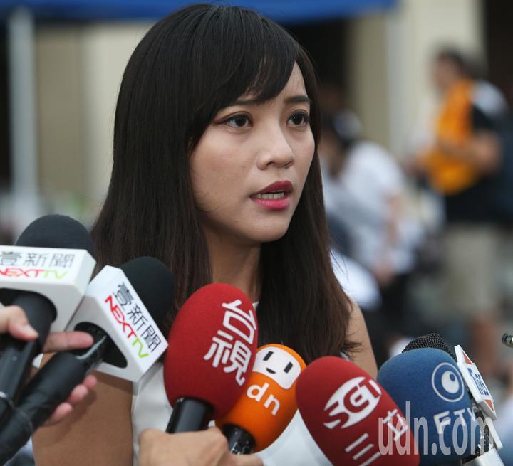 時代力量高雄市議員黃捷到場表達聲援。記者劉學聖/攝影