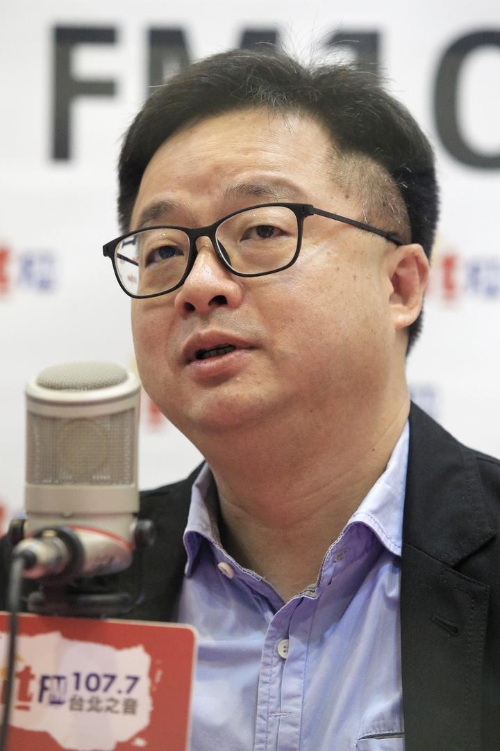 民進黨秘書長羅文嘉上午接受廣播專訪談總統初選。記者林伯東/攝影