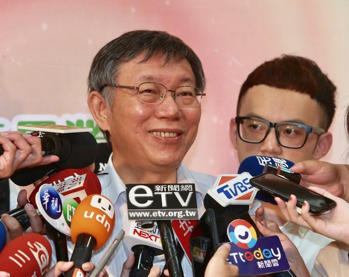 台北市長柯文哲對於蔡英文適不適合再連任表示,蔡英文已經做三年了適不適合看不出來嗎?記者黃義書/攝影