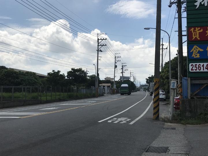 神岡區和睦路一段是神岡往反清水的重要聯外道路,大貨車、聯結車往返頻繁。記者林佩均/攝影