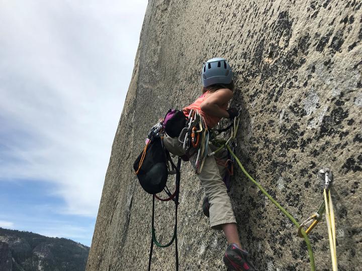 美國10歲女童施耐特(Selah Schneiter)成功攻頂優勝美地(Yosemite)酋長岩(El Capitan),成為史上最年輕征服這座峭壁的攀岩者。路透