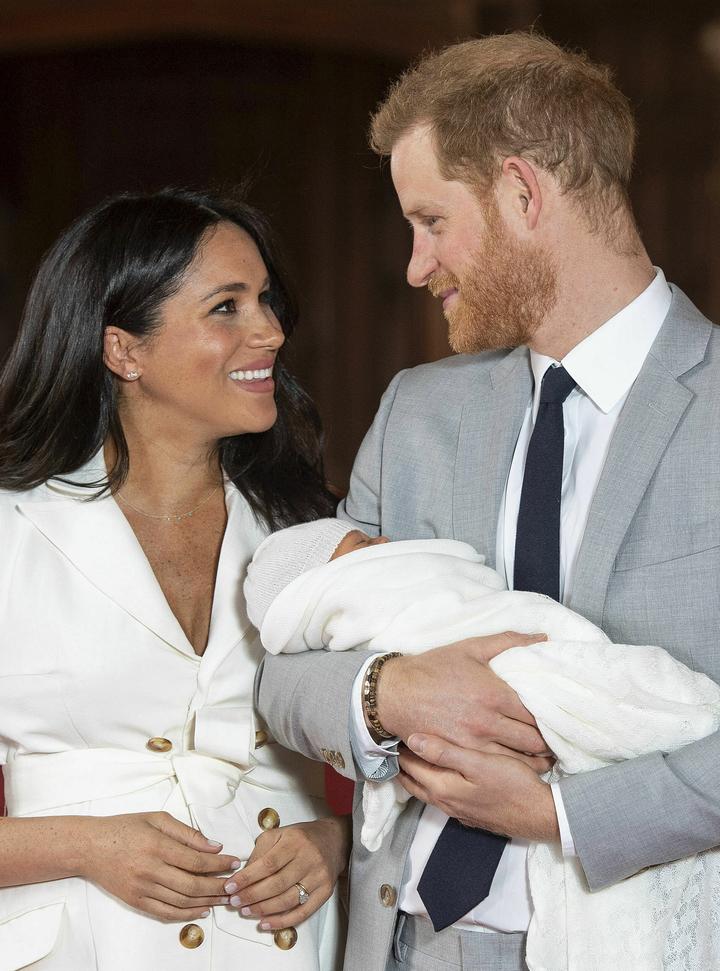 英國王室哈利王子與妻子梅根疑因與威廉王子與凱特不合,要搬出倫敦市中心的肯辛頓宮,新居相中位於市郊、較為幽靜的「弗洛格摩別墅」(Frogmore Cottage)。美聯社