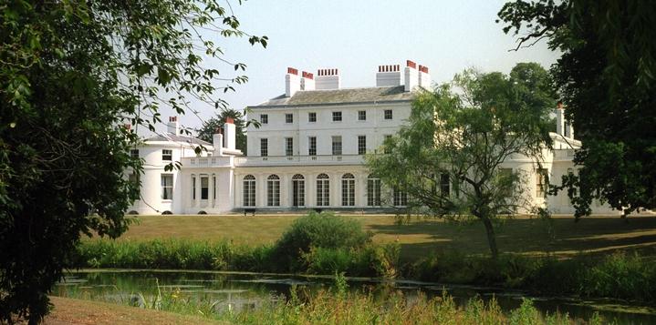 哈利王子與妻子梅根新居「弗洛格摩別墅」,根據25日出爐的年度「君主撥款」(Sovereign Grant)報告,改建費用高達240萬英鎊(約9700萬新台幣)。英國王室官網