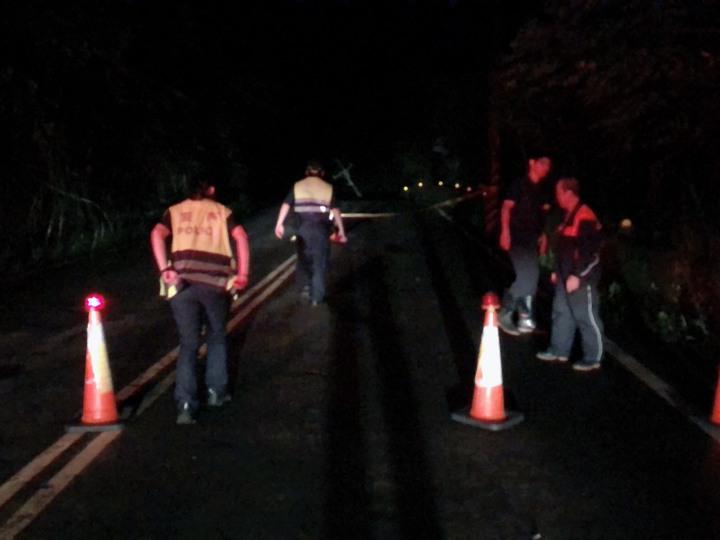 晚間緊急封閉該路段。圖/北埔鄉公所提供