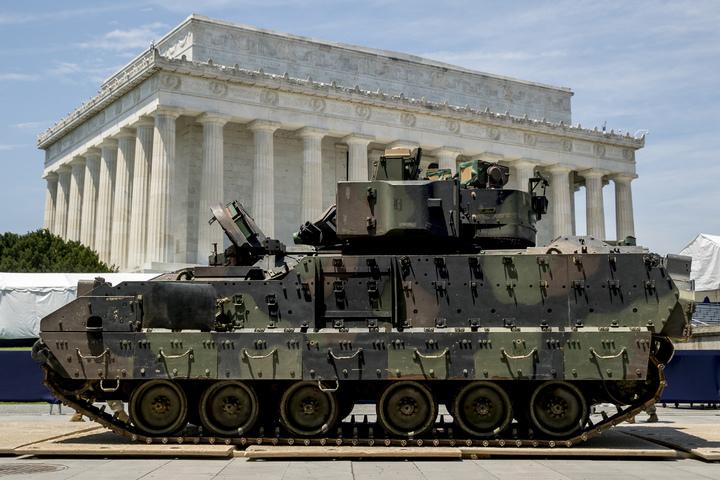 美國總統川普如願以償趁著7月4日獨立紀念日「向美國致敬」(Salute To America)的國慶活動上,彰顯美國軍力辦閱兵。美聯社