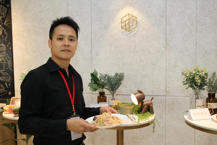 台中市星客匯公司看好大樓的商務需求,在42層的超高大樓裡設立共享空間,也導入許多美味餐點。記者黃寅/攝影