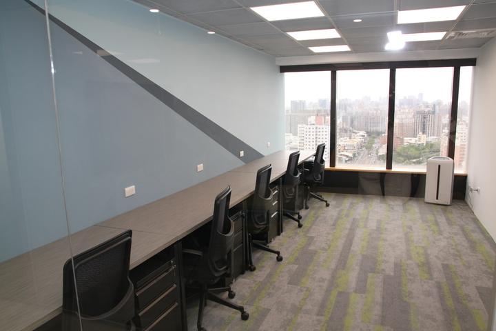 台中市星客匯公司看好大樓的商務需求,在42層的超高大樓裡設立共享空間。記者黃寅/攝影