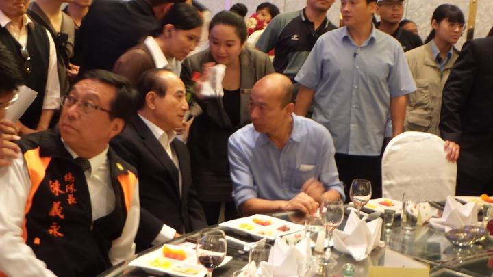 韓國瑜和王金平今晚在高雄市義消餐會上碰頭。記者林保光/攝影