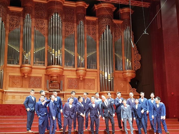 拉縴人男聲合唱團與瑞典Ringmasters男聲四重唱,攜手合作「從理髮廳走出來的拉縴人」。記者陳宛茜/ 攝影