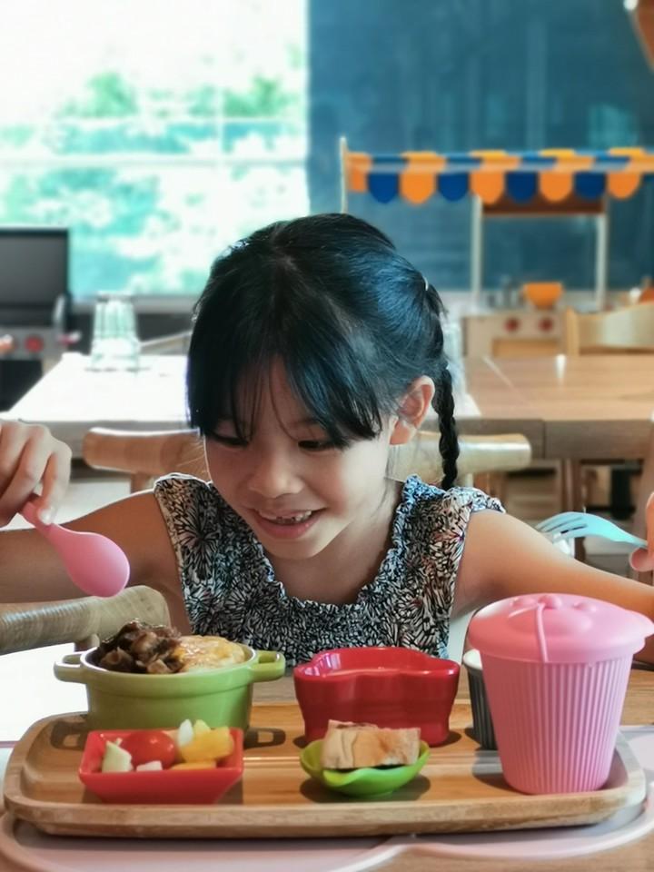 MONEYJUMP提供各式各樣的兒童餐,讓小朋友有吃又有玩。記者韓化宇/攝影