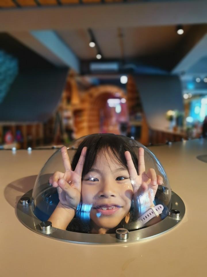 MONEYJUMP的躲貓貓隧道,讓小朋友與父母來場你追我躲的親子遊戲。記者韓化宇/攝影