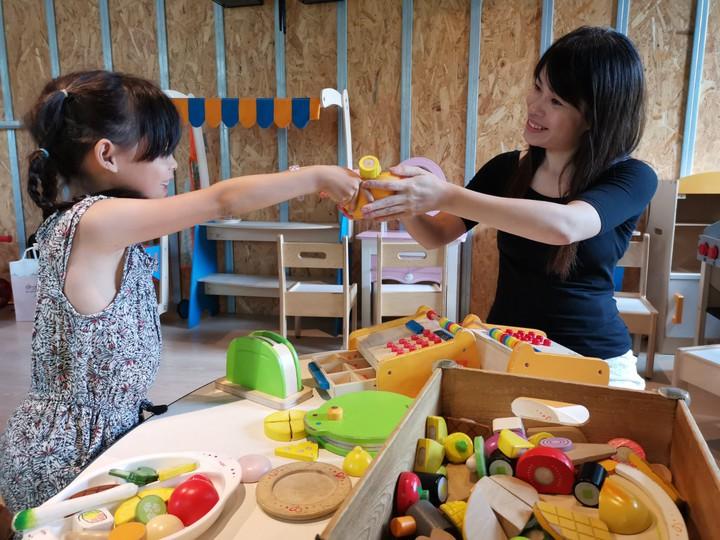 MONEYJUMP的積木是選用德國木頭玩具頂級品牌「Hape愛傑卡」,誠意十足。記者韓化宇/攝影