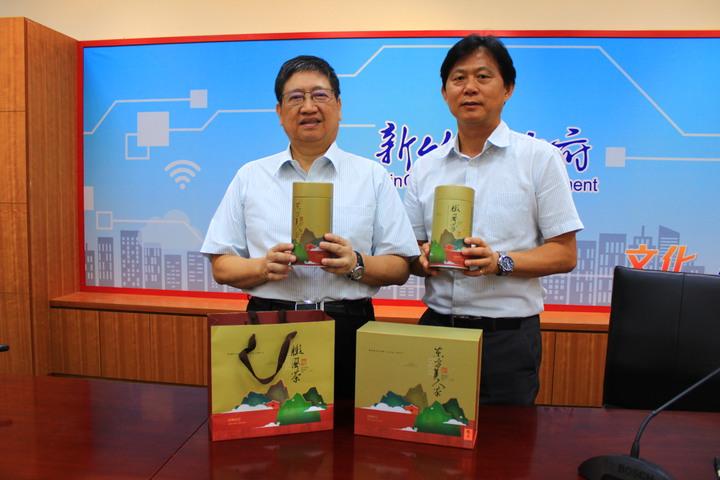 新竹縣這次推出全新包裝,也要請鄉親要認清這些包裝才是評鑑出來的優良茶。記者郭政芬/攝影