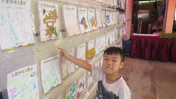 「田園插秧大豐收」活動讓幼童彩繪專屬米袋,感受到親手收穫的滿足。記者范榮達/攝影