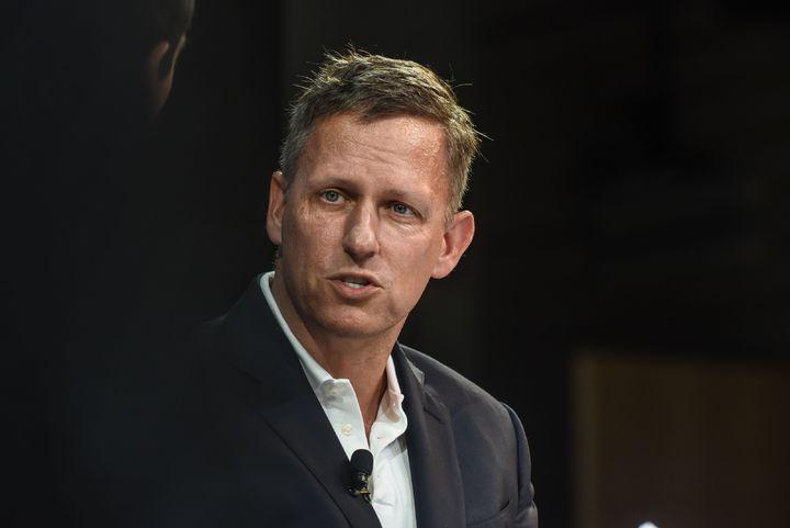知名矽谷投資人提爾(Peter Thiel)上周末在全美保守主義大會上丟出爆炸性指控,認為Google遭中國情報單位滲透,選擇與中國軍方、而非美國軍方合作「行為近似叛國」,美國聯邦調查局(FBI)及中央情報局(CIA)應該去調查。法新社