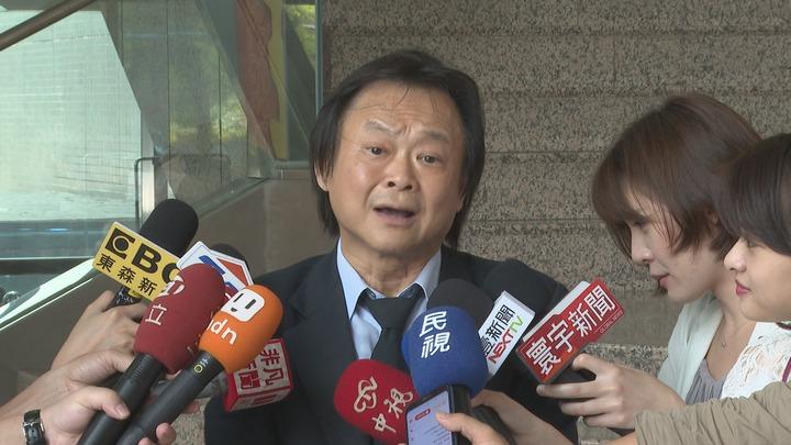 台北市長柯文哲至今仍未鬆口要不要選2020,王世堅認為柯文哲是中共最佳代言人,「心都交了、腿都抱了、錢都拿了,怎麼可能不選」。記者顏凱勗攝影