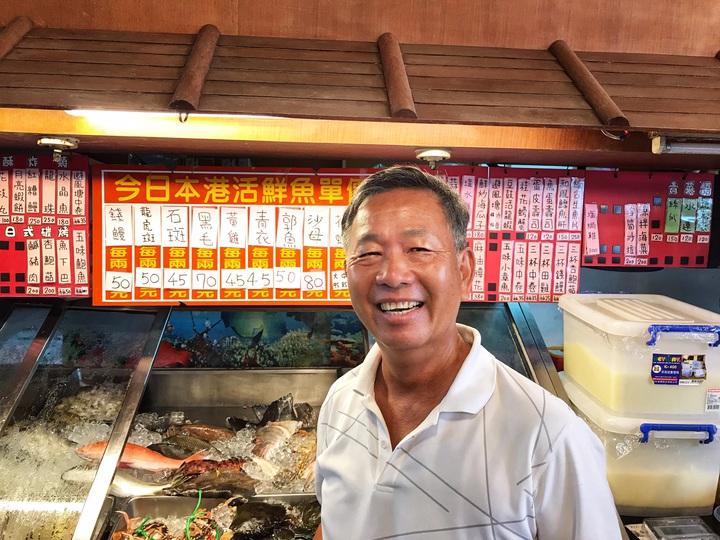 萬里龜吼漁港東坡3號船長林國松說,目前市價龍蝦1兩160元,蝦蛄拍仔不常有,1兩60到65元,口感各有特色。記者游明煌/攝影