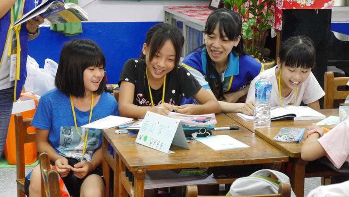 世界和平會在桃園偏鄉大坡國小舉辦閱讀寫作營,放暑假的小朋友一樣能快樂學習。圖/udn買東西提供