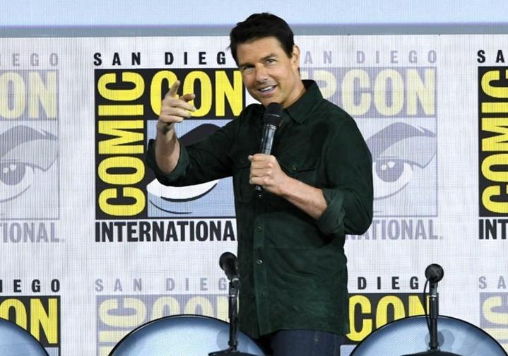 國際電影巨星湯姆.克魯斯18日驚喜現身聖地牙哥國際動漫展(SDCC)開幕日,帶來睽違30多年的《捍衛戰士》續集首部預告片,讓全場8000名影迷陷入瘋狂。法新