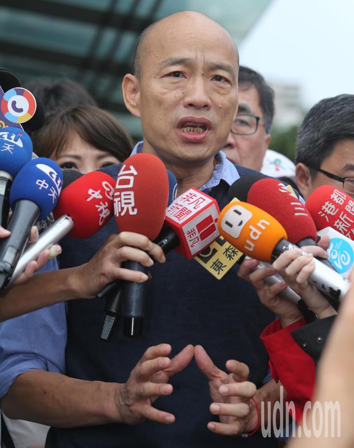 韓國瑜表示這次高市淹水雨量太大,全市雖有多處積水,但是很快就逐漸消退,這也顯示他之前要求的水溝清淤已經達到功效。記者劉學聖/