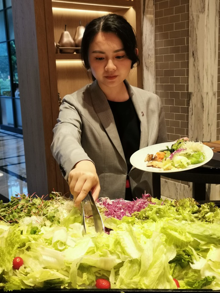 台北萬豪酒店Garden Kitchen推出慕瑞枚爾牛排,每人2,480元+10%起,除了能享用美國西部最好吃的牛排,還可無限享用自助餐檯生菜沙拉、湯品、甜點等美饌。記者韓化宇/攝影