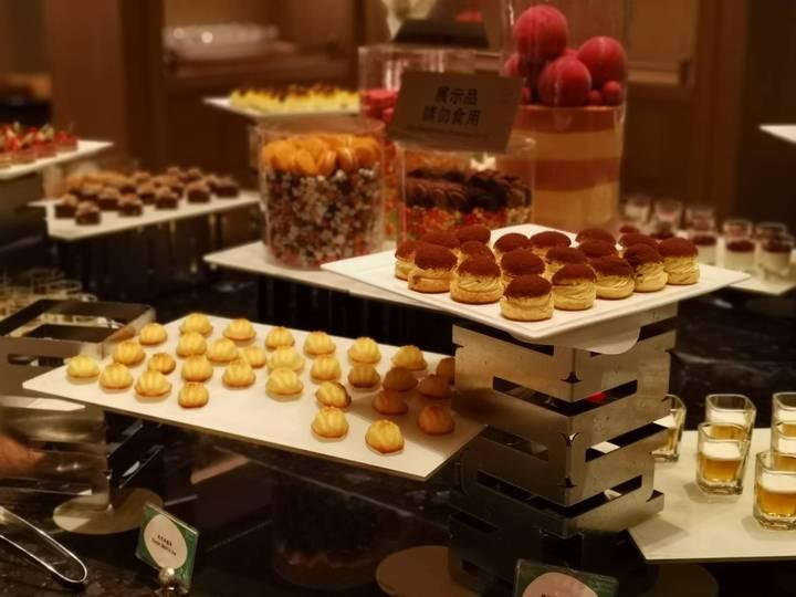 台北萬豪酒店Garden Kitchen推出慕瑞枚爾牛排,每人2,480元+10%起,除了能享用美國西部最好吃的牛排,還可無限享用自助餐檯前菜、湯品、甜點等美饌。記者韓化宇/攝影