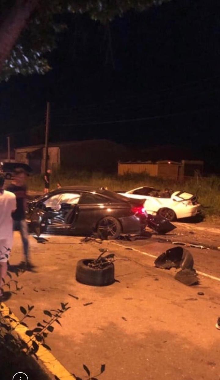 彰化縣伸港鄉濱二路昨天凌晨多輛名車疑競速,造成二輛BMW汽車追撞成廢鐵,造成3人輕傷。圖/翻攝自臉書