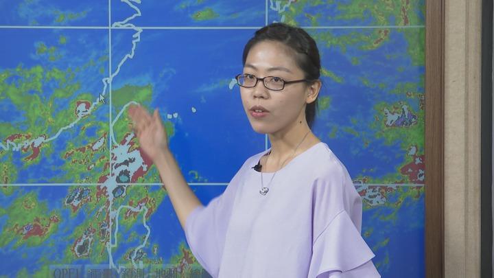 中央氣象局預報員朱美霖表示,未來一周降雨主要是以午後雷陣雨為主。記者王彥鈞/攝影