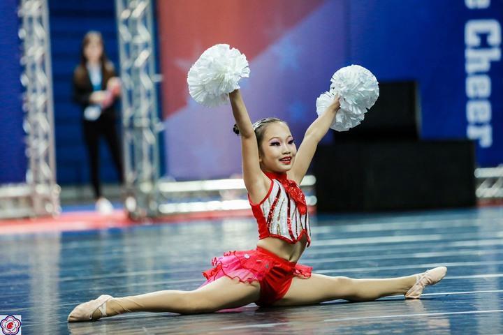 員林漢心舞團參加今年全國學生舞蹈比賽,獲得國小啦啦彩球個人第一名。照片/游月說提供