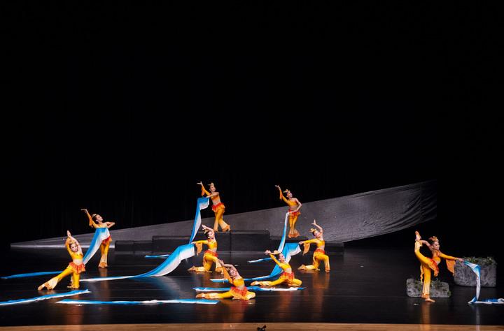 員林漢心舞團參加今年全國學生舞蹈比賽,獲得國小民俗舞第一名。照片/游月說提供