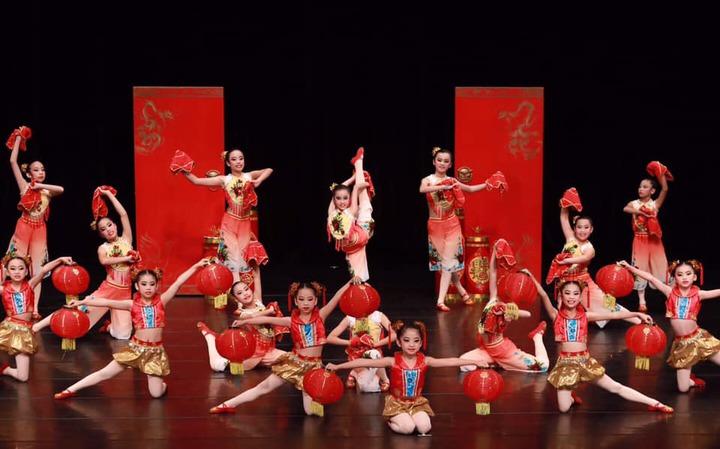 員林漢心舞團參加今年全國學生舞蹈比賽,獲得民俗舞第一名。照片/游月說提供