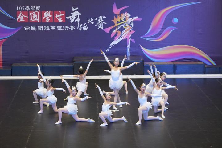 員林漢心舞團參加今年全國學生舞蹈比賽,獲得國小現代舞全國特優第一名。照片/游月說提供
