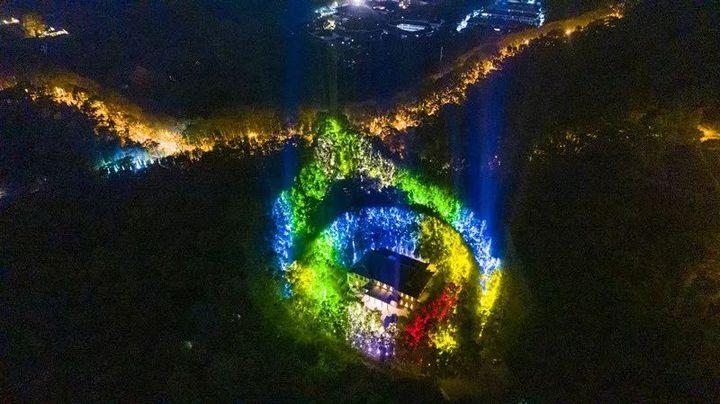 美齡宮七夕夜再次亮燈,被稱為是南京獨有的浪漫。(澎湃新聞網)