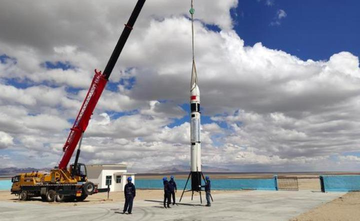 大陸火箭民企翎客航天科技有限公司8月10日在青海省完成自主研發的新一代可回收火箭RLV-T5的第三次低空飛行及回收試驗,飛行高度300公尺。照片/澎湃新聞網