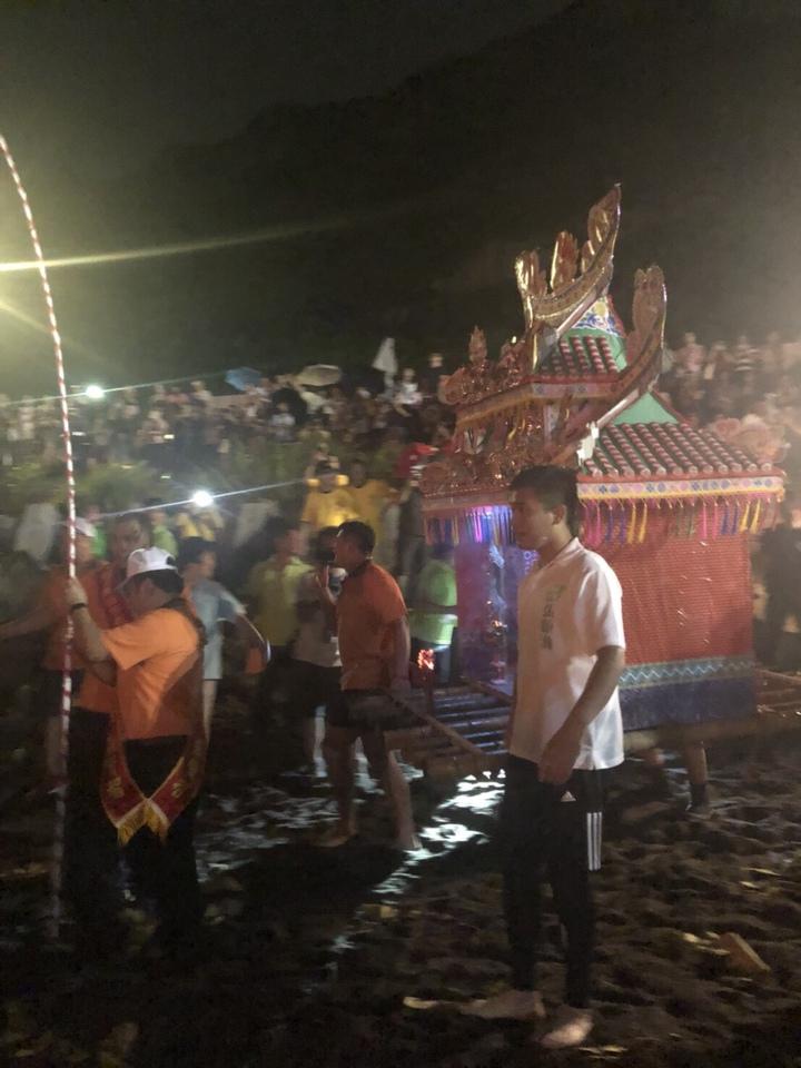 張顥瀚去年下海推水燈頭,順利選上市議員,他說,今年他還會要下海推水燈頭,為宗親再續好運。圖/張顥瀚提供