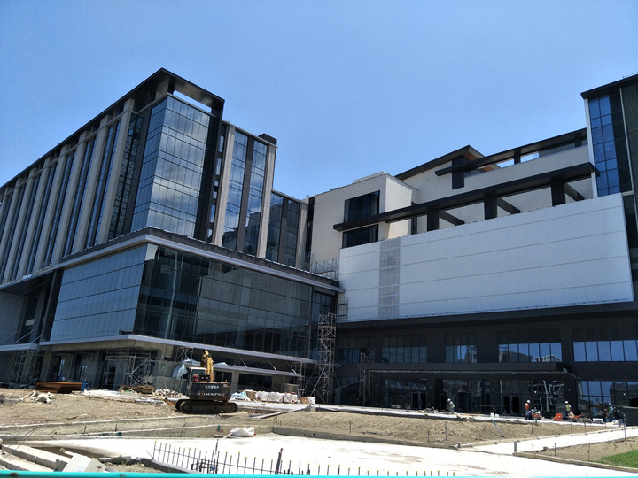 日本橫濱八景島打造全台最大國際八景島水族館、搭配新光影城、觀光旅館大樓外觀硬體趕工出爐,明年7月開幕。記者曾增勳/攝影