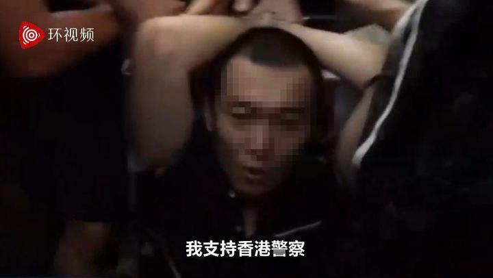 根據環球網上的影片,環球網記者付國豪13日在香港機場遭抗議群眾綁住手腳時高喊,「我支持香港員警,你們可以打我了!」(取自環球網)