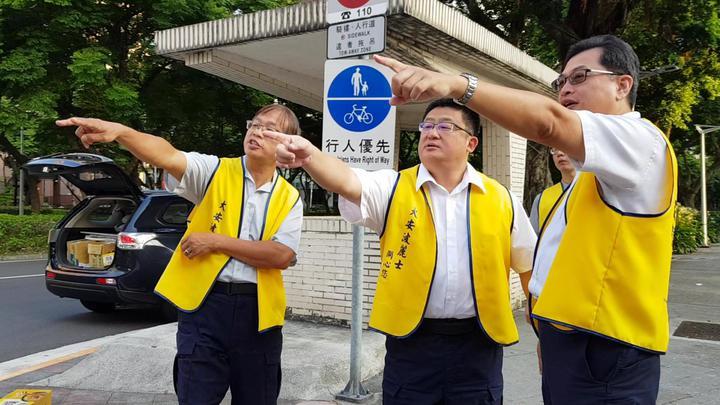大安警分局勘查轄內十大易肇事致死路段,並因應習俗祭拜亡靈。圖/記者廖炳棋翻攝