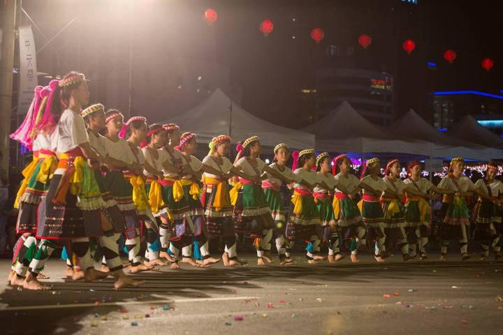 傳承165年不輟的鷄籠中元祭,今天晚間在基隆市區進行重頭戲「放水燈遊行」。圖/ 基隆市政府提供