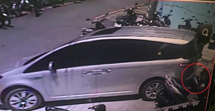 台中市曾姓男子上月底在南區倒車時,不慎擦撞路旁的機車,因此吃上罰單。記者陳宏睿/翻攝
