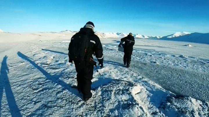 北極向來被視為人間的最後淨土,如今卻也難逃塑膠微粒的汙染。歐美研究團隊近來卻在極地採集發現,雪中含有大量塑膠微粒,並認為這些微粒不只存在海洋,還會透過空氣廣泛散播、隨著下雪掉落。路透