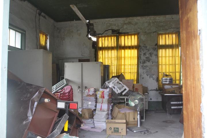 埔心舊館村保甲事務所目前被堆放雜物。記者林敬家/攝影