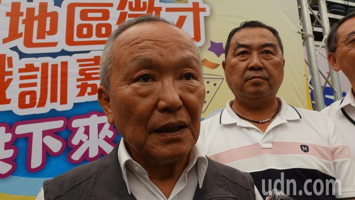 苗栗縣長徐耀昌(左)今說,他任內4年半期間,加起來有超過8千億的招商引資,右為立委徐志榮。記者劉星君/攝影
