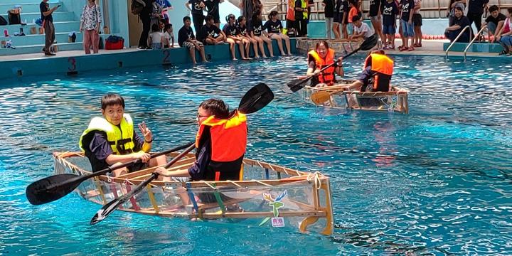 鹿港鎮公所今天在公所前廣場舉辦這項「鹿上行舟~造舟DIY」活動,學子們還操作自己造的船下水,享受划船的樂趣,體驗當年「鹿港飛帆」的風華。照片/鹿港鎮公所提供