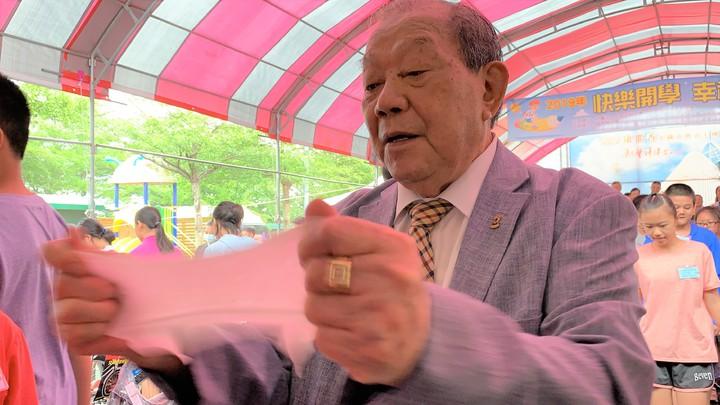 康那香董事長戴榮吉談投資17億元蓋新廠,要生產的高科技不織布,言談中掩不住興奮的心情。記者吳淑玲/攝影