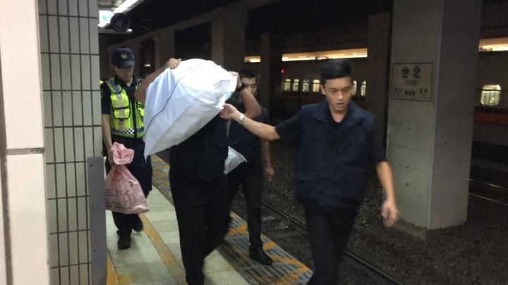 目前死者已移離現場,台鐵南下列車已恢復通車。記者李隆揆/攝影
