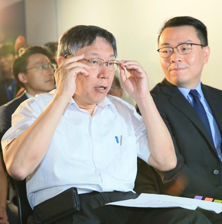 台北市長柯文哲(左)上午參訪新創產業。記者潘俊宏/攝影