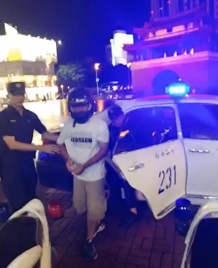 張男落網,遭警方帶回偵辦。記者王駿杰/翻攝