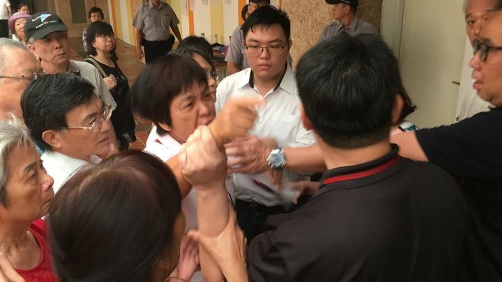 師大商圈存在不少違規商家,台北市都發局提出「就地合法」解套方案,引發正、反派激辯,台北市都委會今天審議大安區通盤檢討時,決議師大商圈仍維持現行都市計畫規定。記者張世杰/攝影