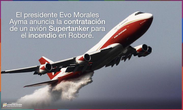 南美洲的亞馬遜雨林近期出現嚴重野火災情,除了巴西以外,玻利維亞雨林的野火也一發不可收拾,有超過65萬公頃林地被焚毀。但不同於巴西政府的消極態度,玻國當局已緊急從美國租來一架世界最大的消防飛機「747超級滅火機」(747 Supertanker),協助控制東部聖塔克魯茲省(Santa Cruz)的火勢。Twitter/@mincombolivia 玻利維亞通信部官方推特